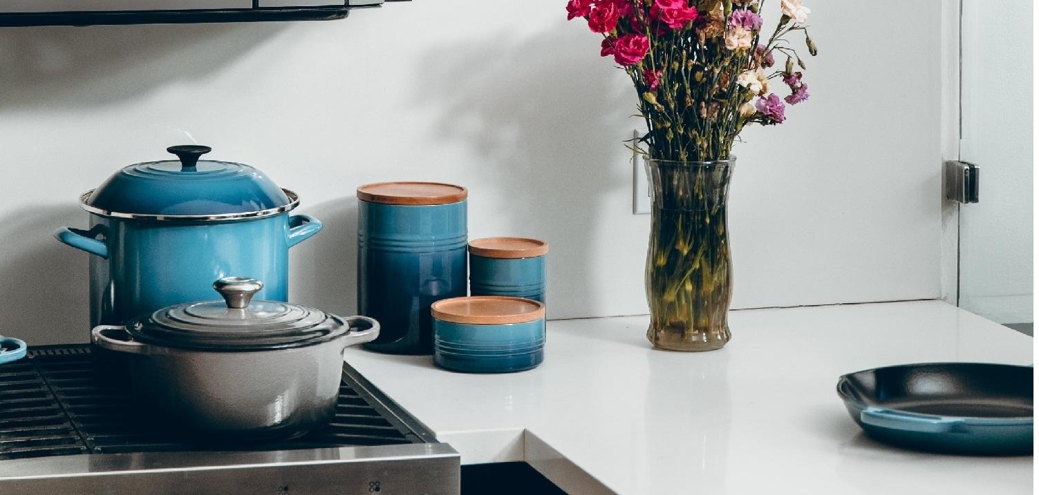 pots blue